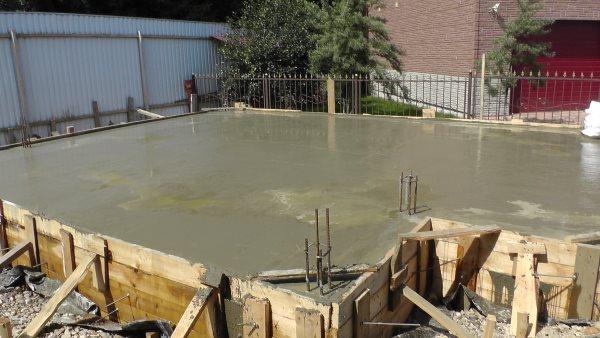 Залили бетон для фундамента