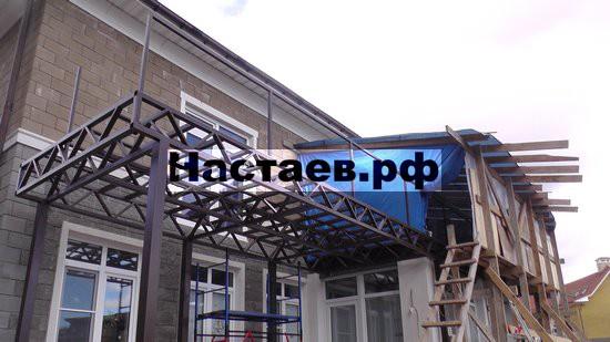 Балкон над патио металлокаркас