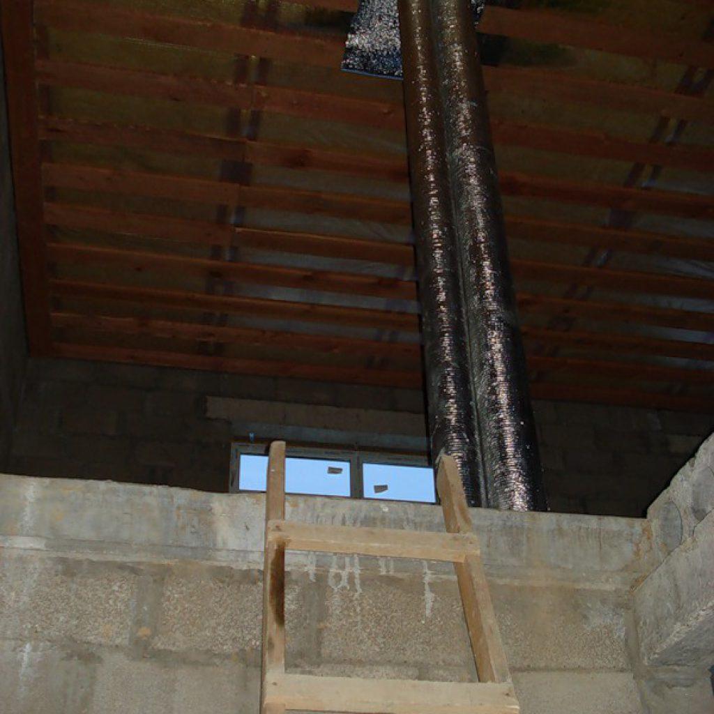 Ремонт таунхауса, второй этаж стояки дымохода, канализации и вентиляции, как было