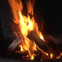 Открыл сезон смотрю на огонь