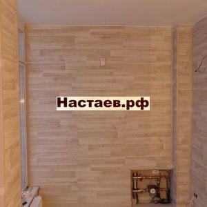 Терраса таунхауса с ламинатом на стенах