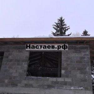 Свесы здания исполнены