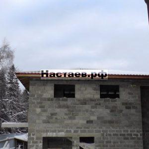 Кровля двухэтажного гостевого дома исполнена